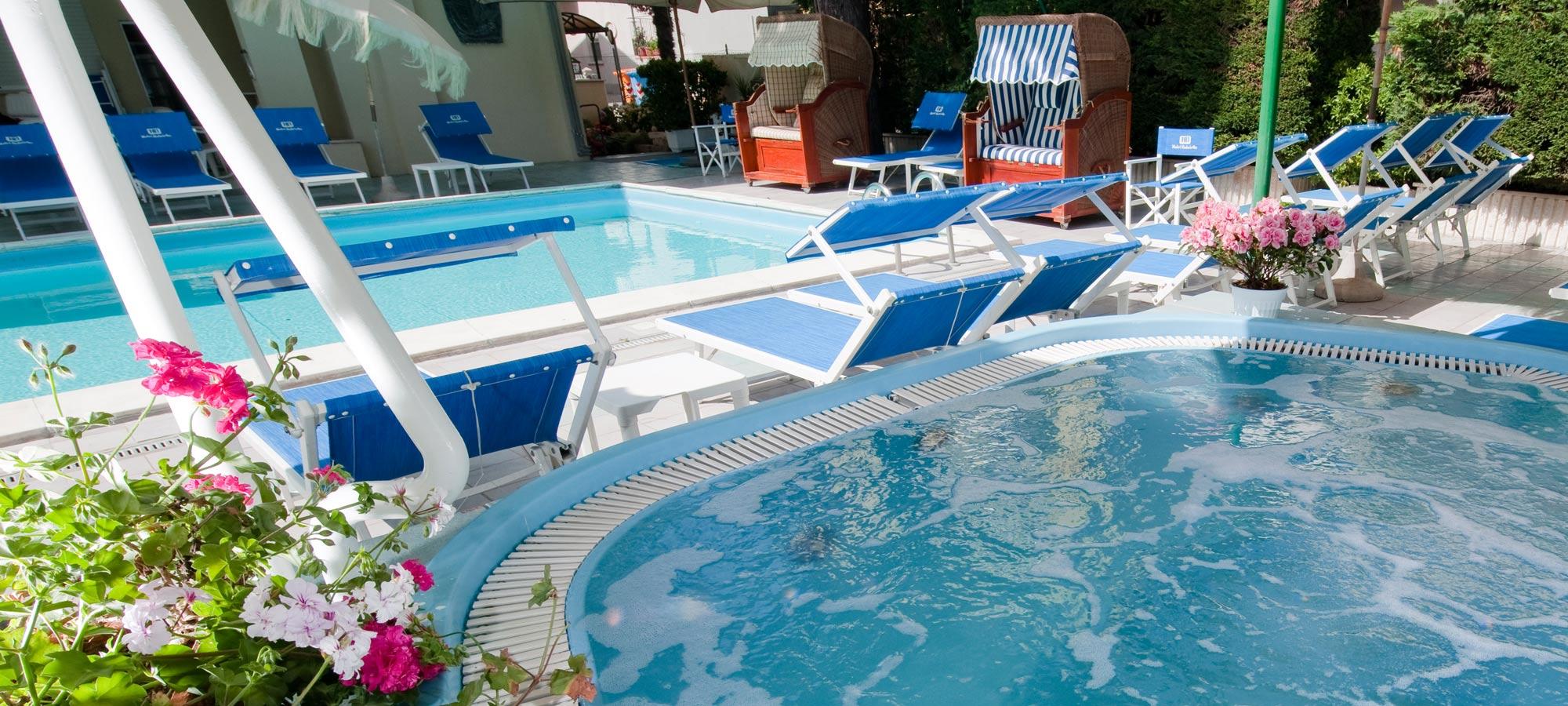 Hotel con piscina a torre pedrera di rimini hotel gabriella - Hotel con piscina a rimini ...